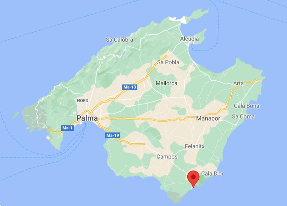 Où trouver la plage Cala Llombards ?